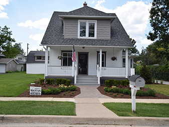 Frankfort House remodel by Granite Mountain. Come visit our showrooms in Bourbonnais and New Lenox, Illinois!
